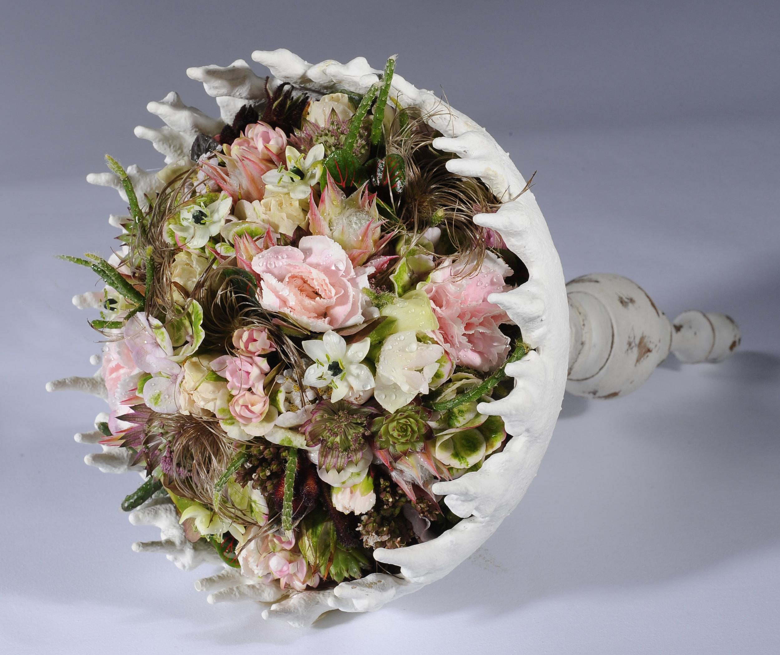 Katharina Meier gestaltete eine in der Hand getragenen Krönchenform als Brautschmuck.