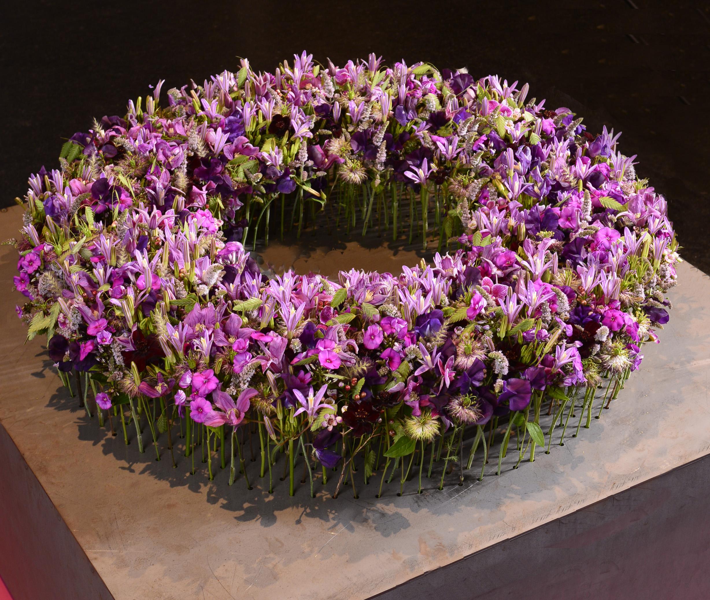 Feinste Blüten ergeben ein Ganzes obwohl jede ihren eigenen Ausgangspunkt durch Tina Andres erhielt.