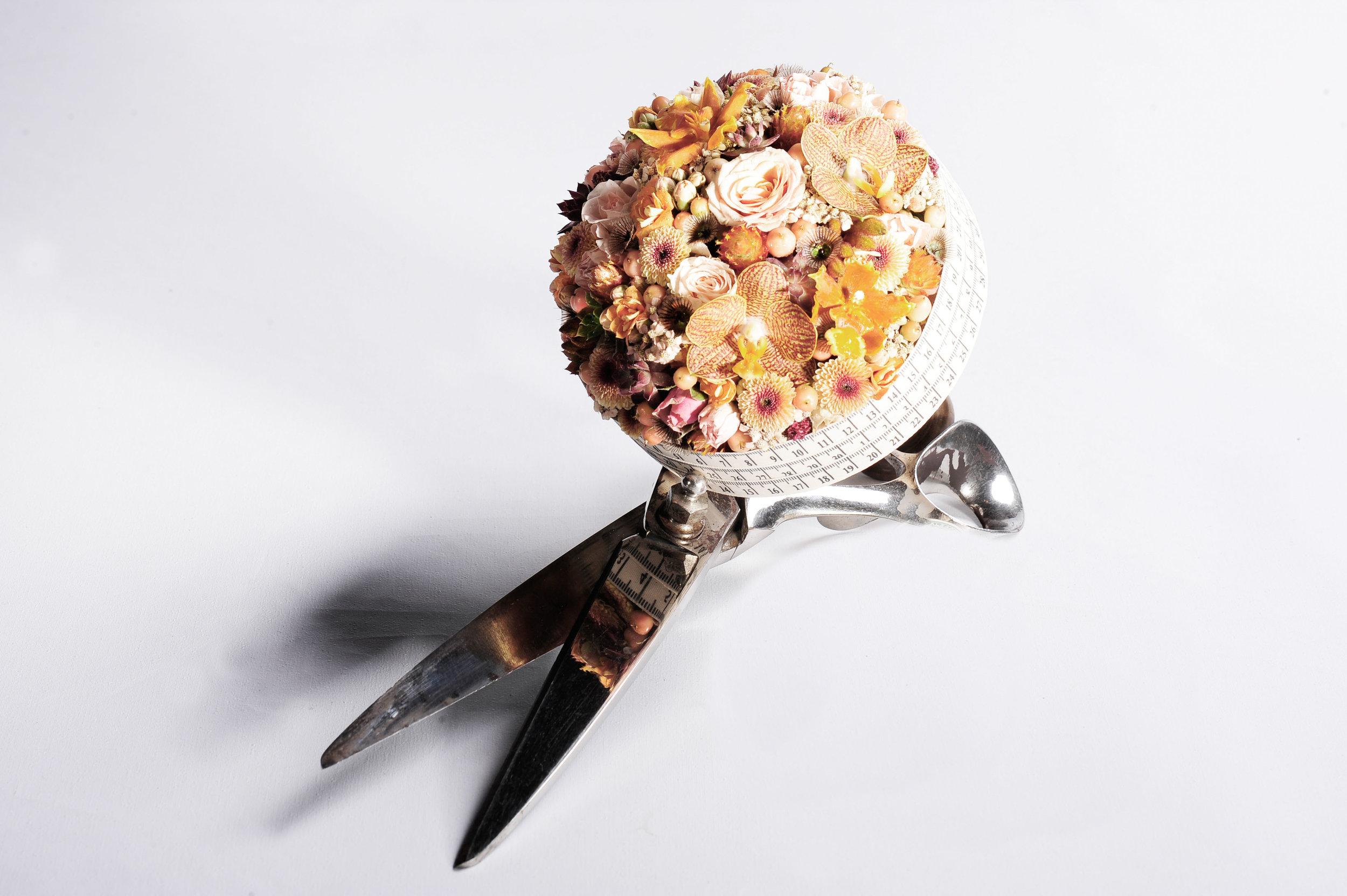 Das Nähen als weibliches Attribut führte Nicole Staub zu ihrer Brautstrauss-Idee.