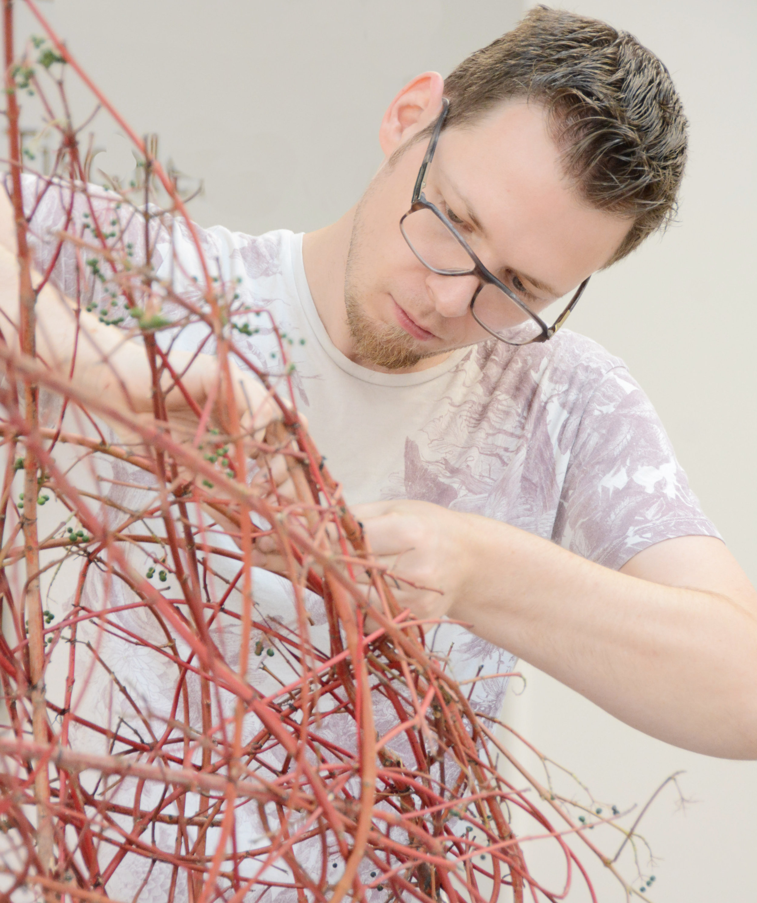Der Deutsche Mattias Debus schuf einen wunderbar durchbrochenen Hohlkörper und bestückte diesen nur ganz dezent.