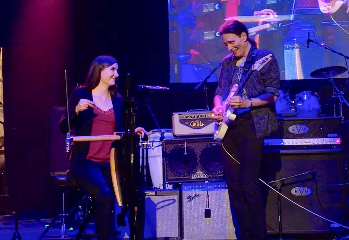 Carolina performing with Steve Vai (2018)