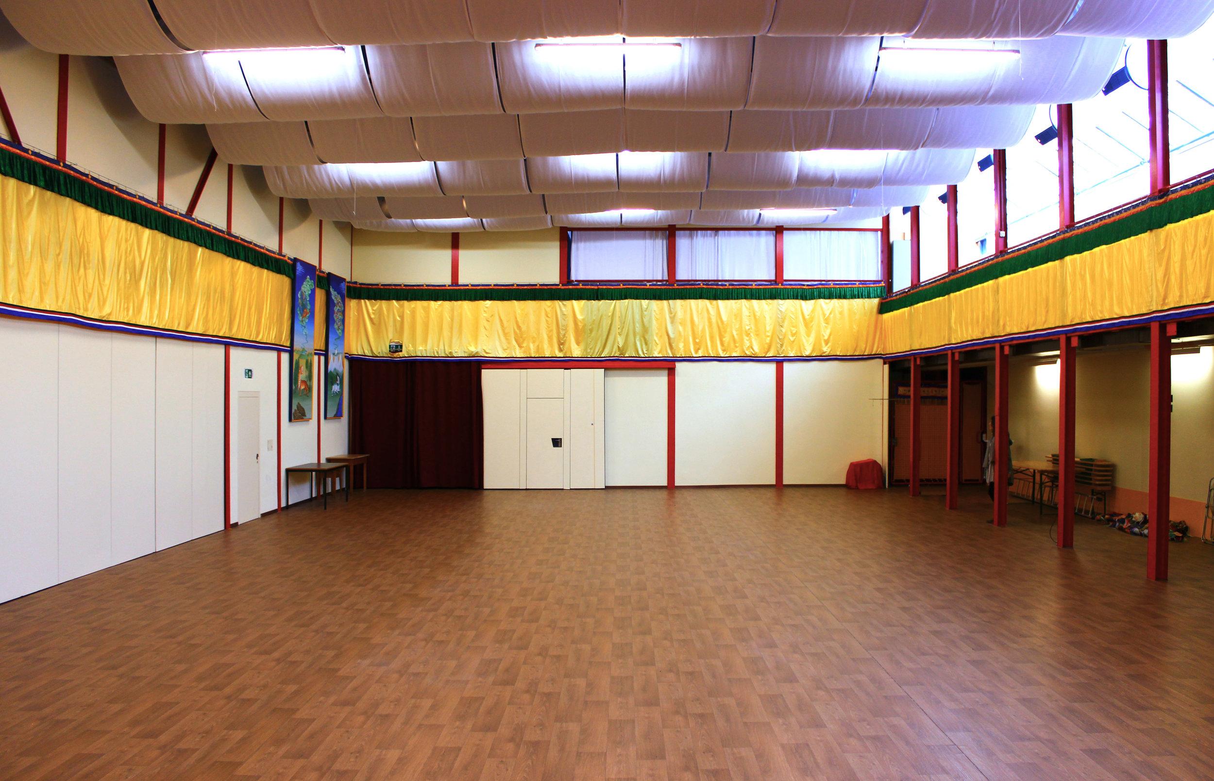 Der Seminarraum Mandala biete vielfältige Möglichkeiten: Meditationsgruppen, Kampfsportarten, Bogenschiessen, Yoga, Tai Chi, Qi Gong, Theaterworkshops