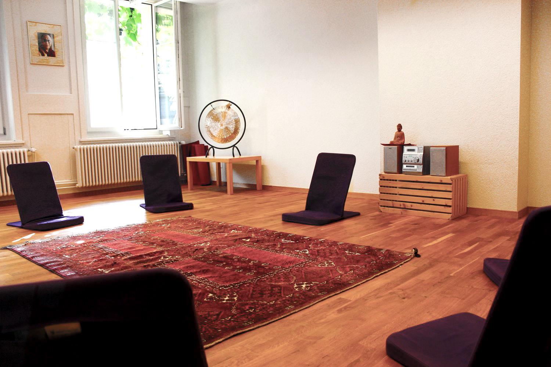 Der Seminarraum Mantra erlaubt fokussiertes Arbeiten für eine kleinere Meditations- oder Therapiegruppe.