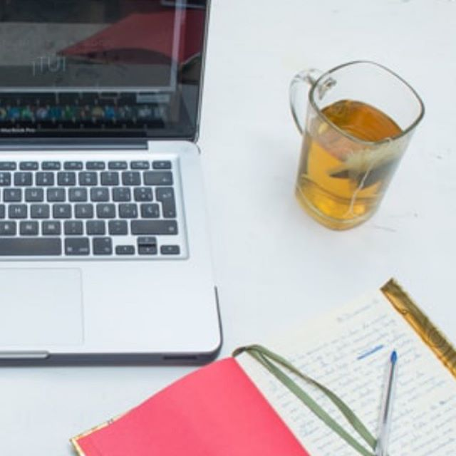 ¿Alguien dijo recursos gratuitos? . ¡Sí por favor! . Esta semana, entre otras cosas, estuve trabajando intensamente en crear un nuevo recurso para ti y además actualicé otros dos que tenía por ahí que requerían una desempolvanda👩🏻💻 . El nuevo recurso de trata de un mini entrenamiento de 5 días por e-mail llamado: . 🌟 Prepárate para crear una web de marca personal con éxito🌟 5 imprescindibles para crear una web efectiva y que enamore . Y los recursos que han recibido un retoque son: . 💡11 ideas de recursos gratuitos para captar suscriptores💡 Guía en PDF . 🛠Las herramientas favoritas para llevar mi negocio online🛠 Lista en PDF . Como siempre, encuentras acceso en el link de mi bio. . En breve te compartiré más detalles por stories😉 . #SéDiferenteHazLaDiferencia