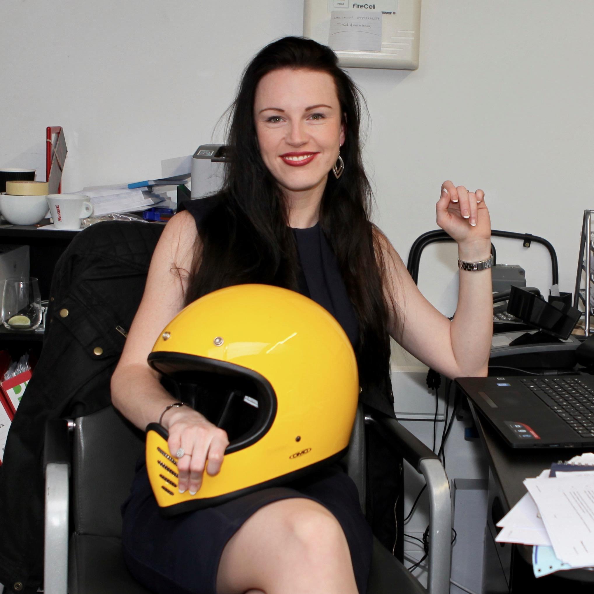 Office worker Nikita rides London #WeRideLondon http://www.weridelondon.com