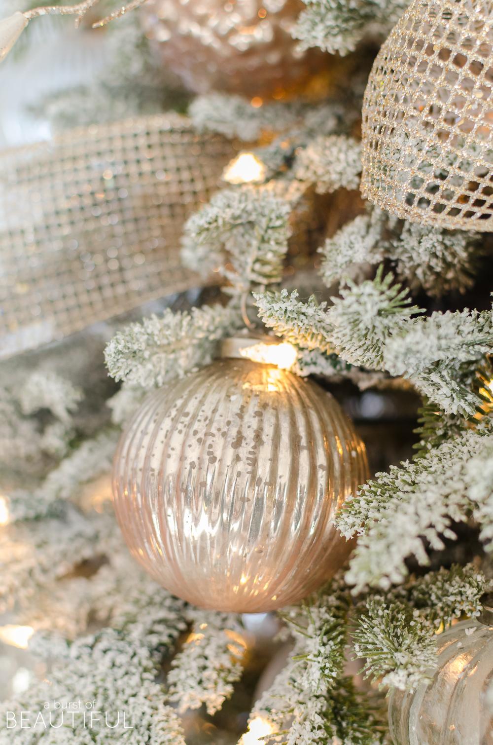 A-Snowy-Flocked-Christmas-Tree-4932.jpg