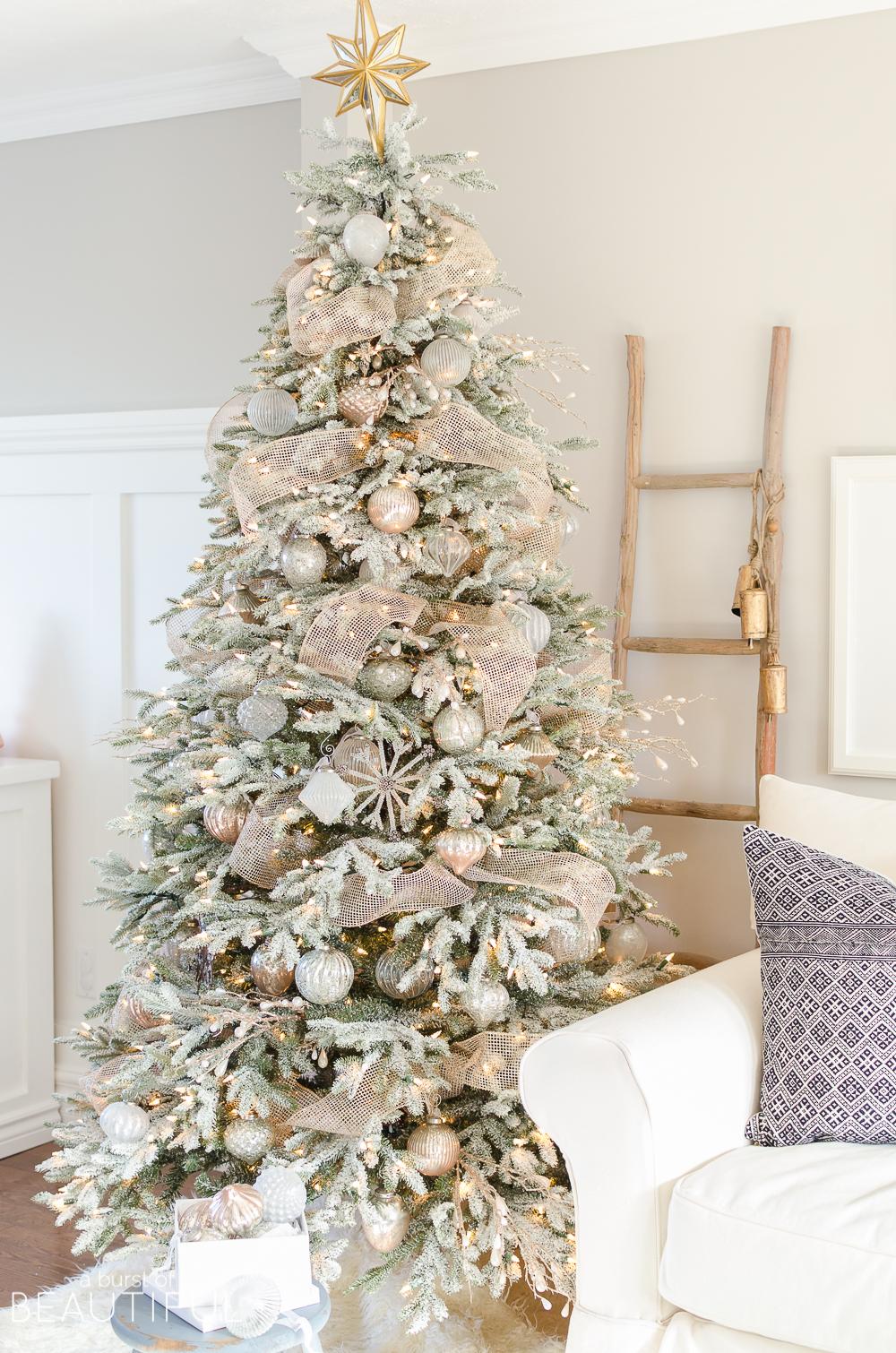 A-Snowy-Flocked-Christmas-Tree-4930.jpg