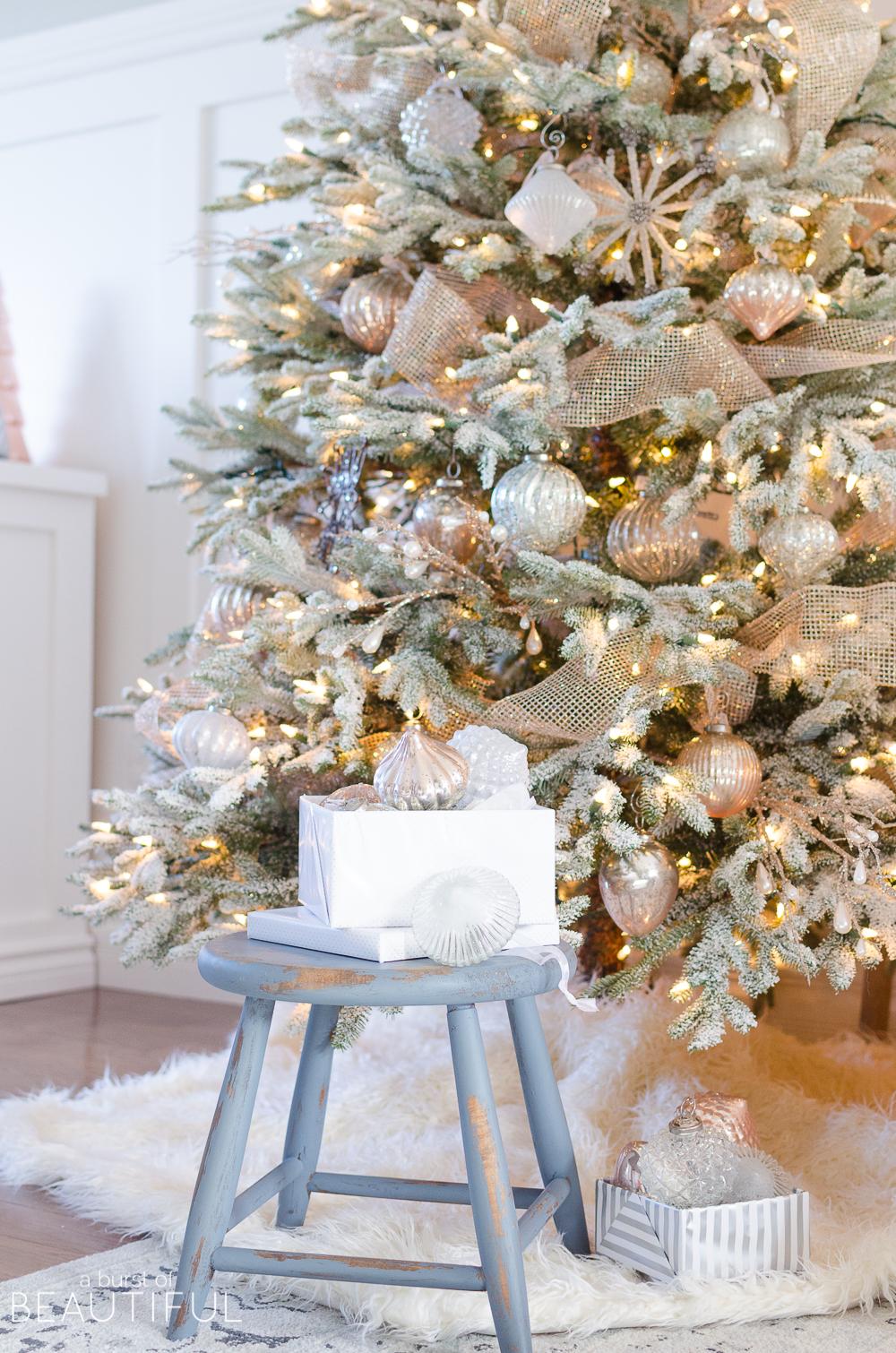 A-Snowy-Flocked-Christmas-Tree-4954.jpg