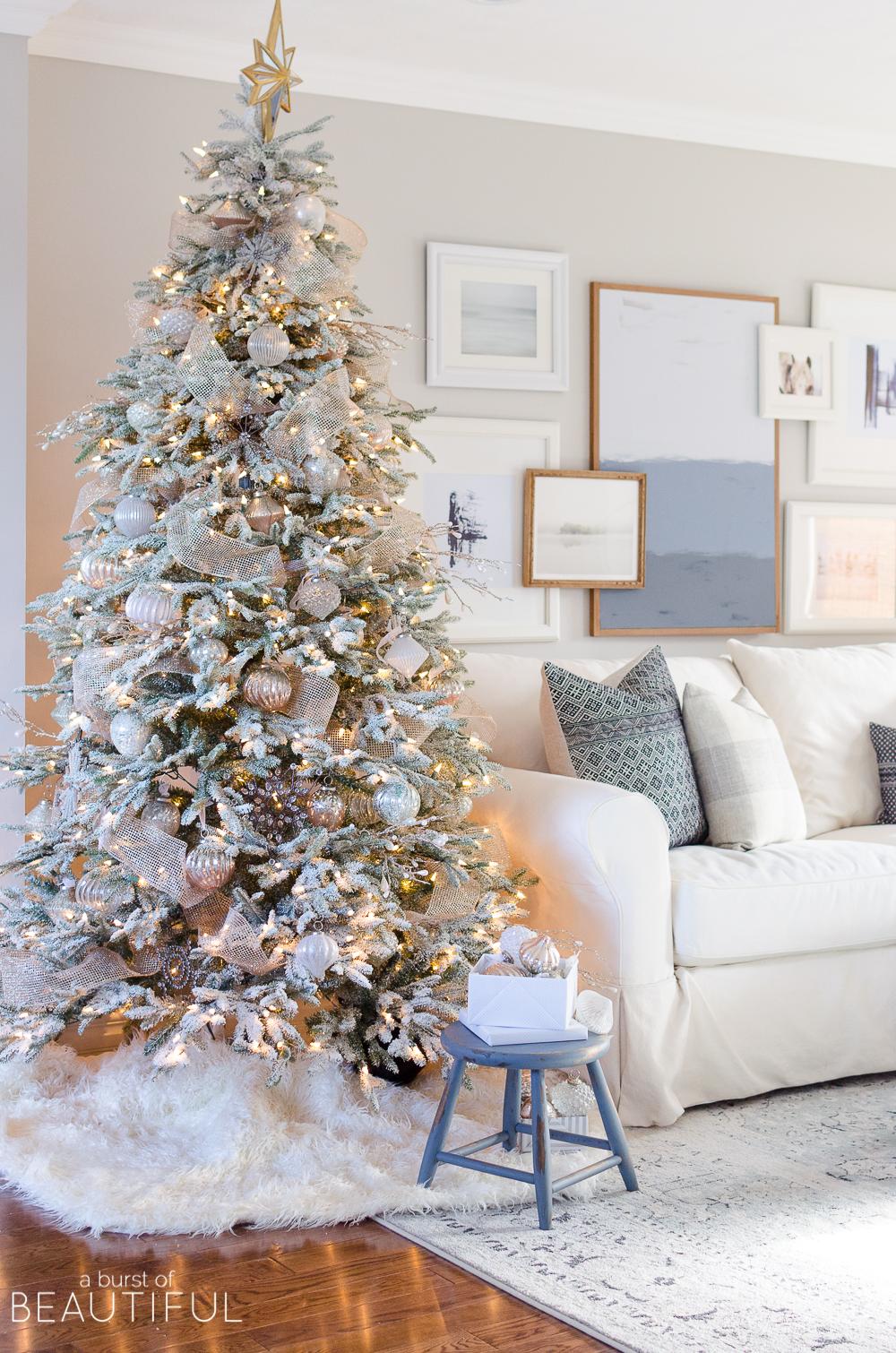 A-Snowy-Flocked-Christmas-Tree-4980.jpg