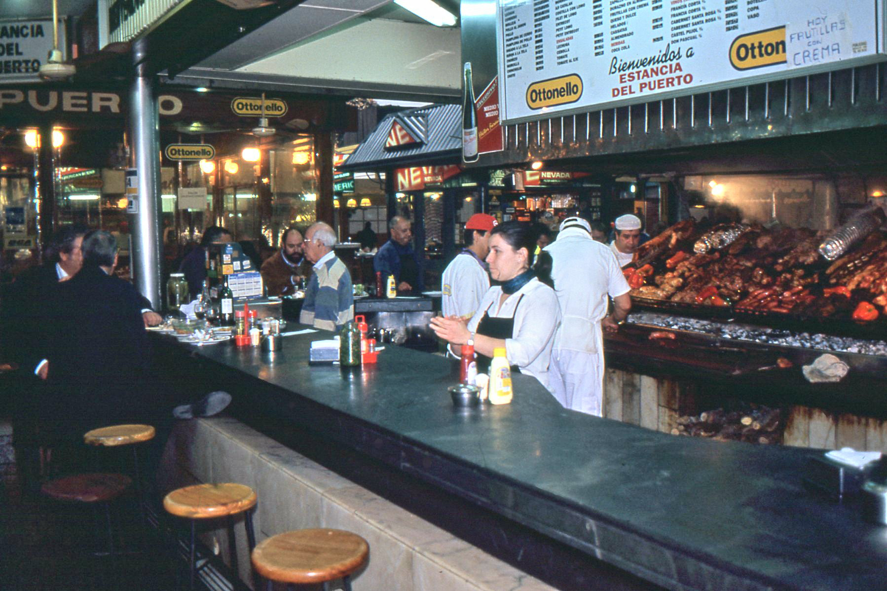 Over a dozen parilladas (small bistros) offer fish and barbequed meats under the vast skylights of Mercado del Puerto.