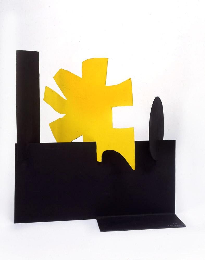"<br><i>Petaloid</i> <br> 1968<br>Painted aluminium<br>15 x 15 x 6"""
