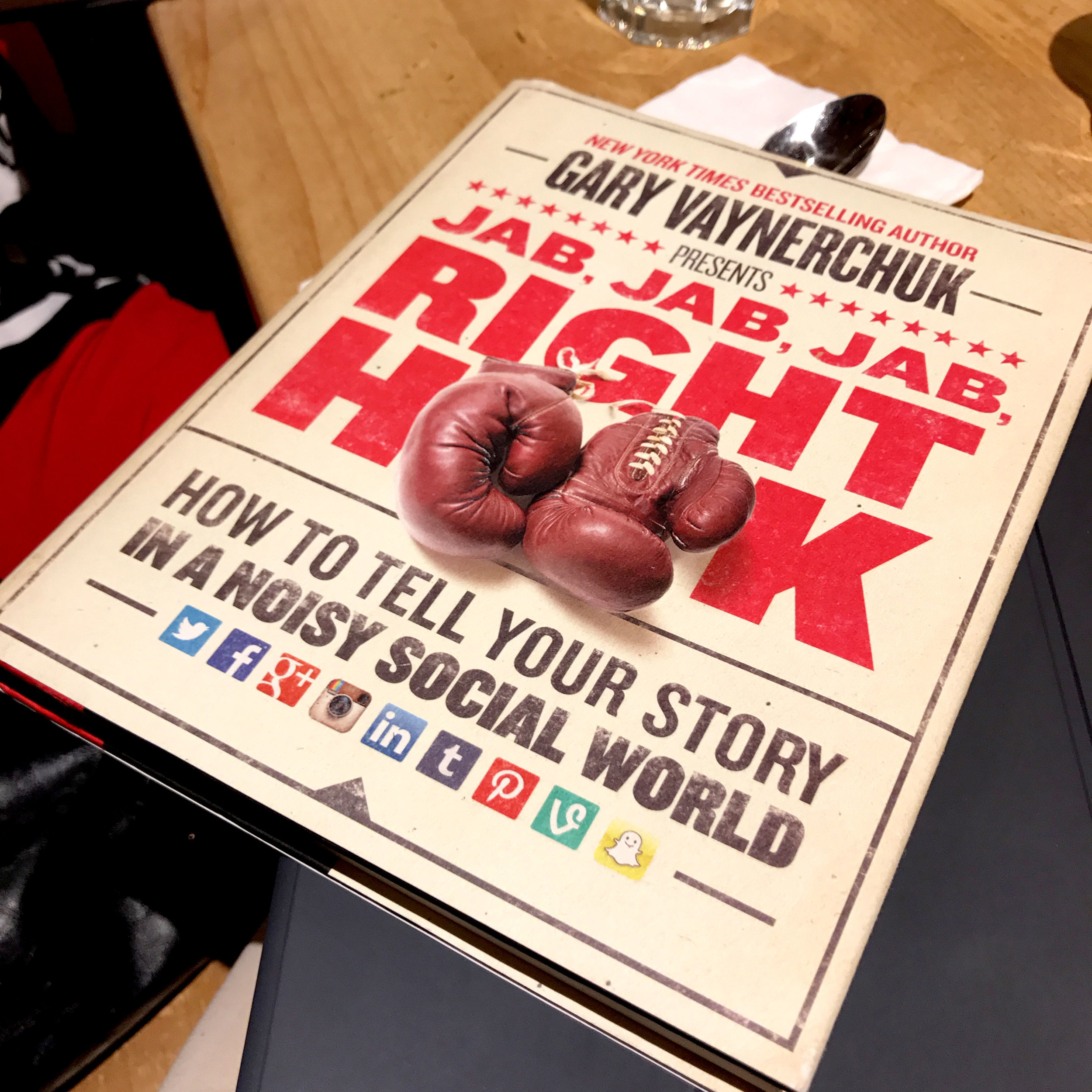 Gary-Vaynerchuk-Jab-Jab-Jab-Right-Hook-Book