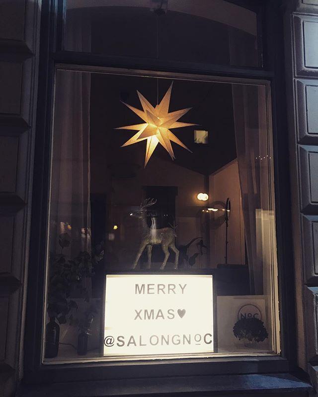 En riktig härlig jul önskar vi er alla❣️🎄☃️🎄😍😘 // Team NoC  #salongnoc#luntmakargatan56#jul#godjul#frisör#frisörstockholm#christmas#bxxlght#teamnoc#julskyltning