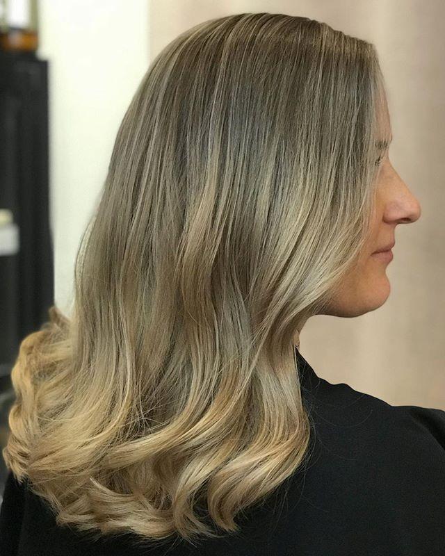 Winter blonde hair🌟 #salongnoc#camillapånoc#camillaatnoc#blondehair#softblonde#beigeblonde#blondie#nocblondes#nocbabe#hairstyle#hairstylist#frisör#frisörstockholm#luntmakargatan56#balayage