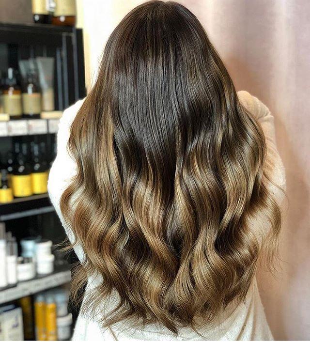 Let's start this day with some beautiful hair!💫✨ . Färg och extensions - @hairtalkbyemelie . 4 paket Hairtalk i färgerna 6, 5 och 8/3 - @hairtalkextensions  Styling - soft curl 32 mm @ghdscandinavia  #salongnoc#emeliepånoc#emelieatnoc#hairtalkbyemelie #hairtalk#hairtalkextensions#tapeextensions#extensions#frisör#frisörstockholm#beforeandafter#föreochefter#hairstylist#hårförlängning