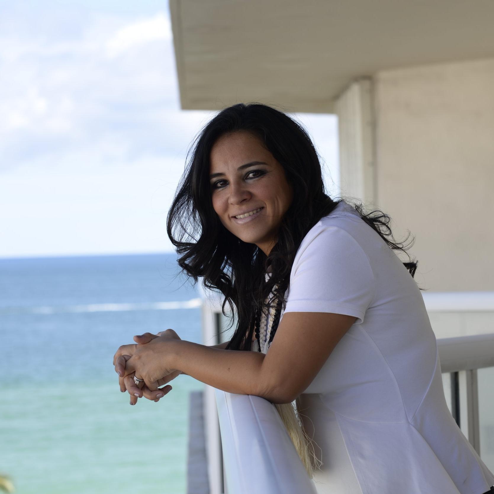 Pilar y playa - maria Guzman.JPG