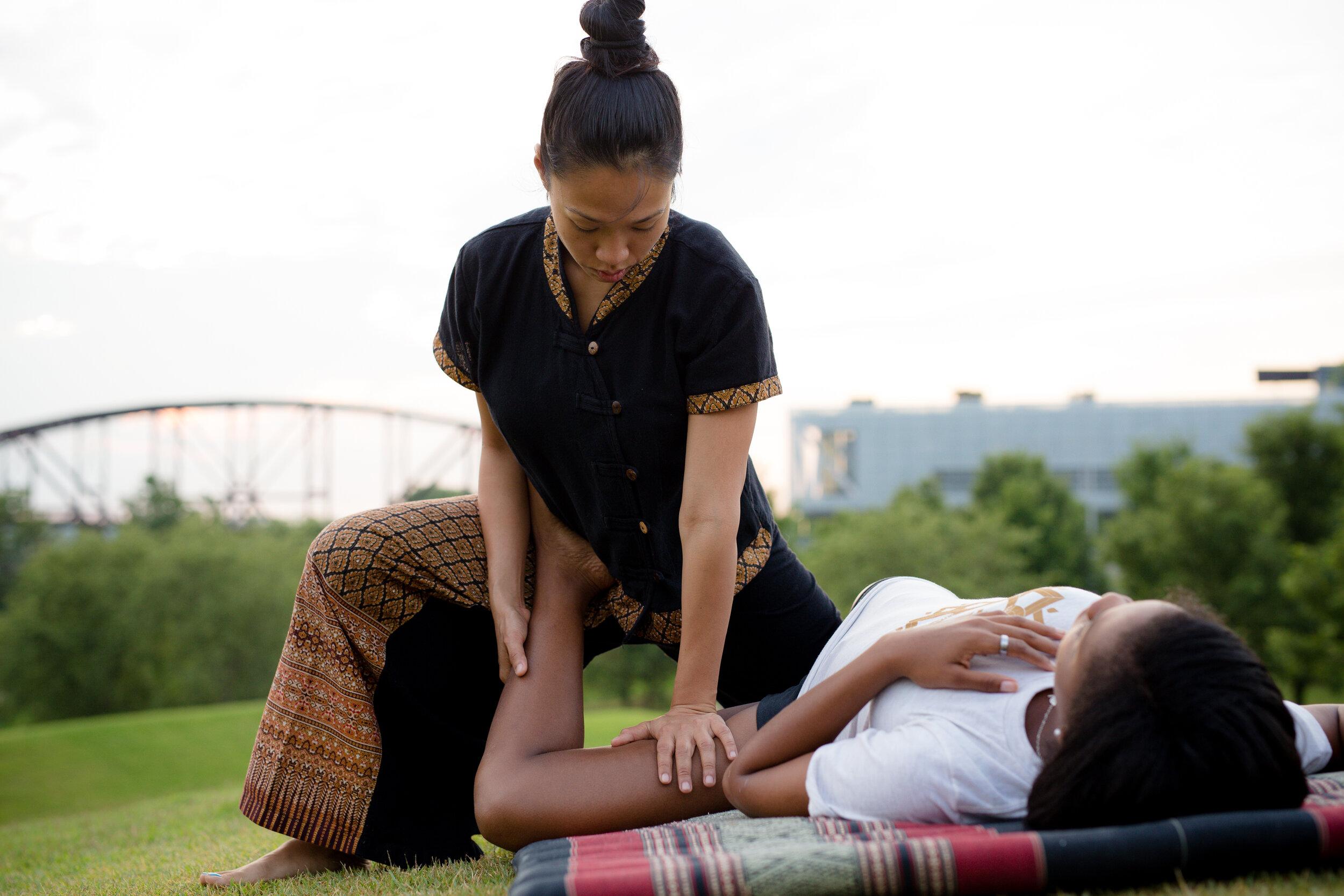 Traditional Thai Massage (CHA-LOI-SAK)