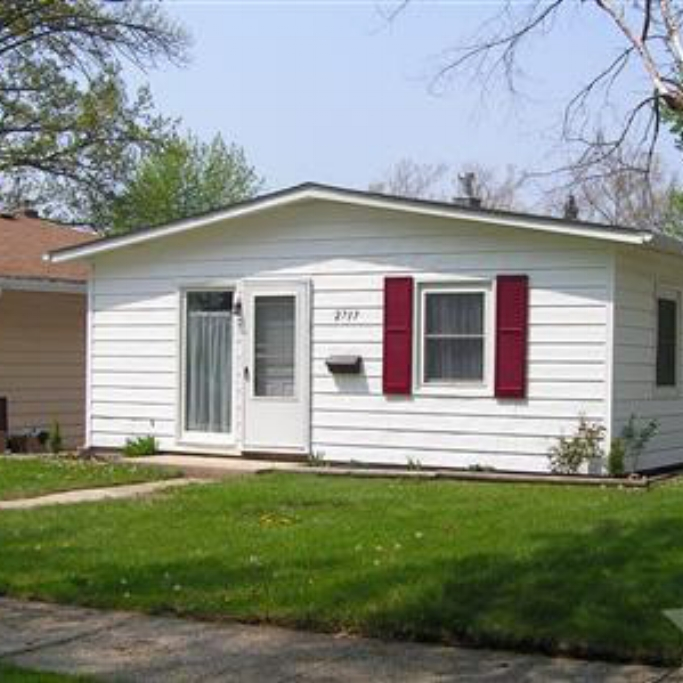 2717 Curdes Avenue - SOLD 8/4/11   Represented: Both Days on Market: 32 Sale Price: $51,900