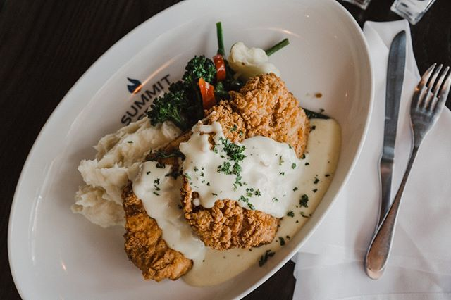 Our Chicken Fried Chicken is what dreams are made of.⠀ ⠀ ⠀ ⠀ #summitgrill #summitgrillkc #everythingwaldo #downtownLS #gladstone #kcmo #igkc #kansascity #kclocal #kcfoodie #kceats #foodporn #foodie #chicken #instafood #foodlover #eeeeeats #foodgasm #foodstagram #foodpics