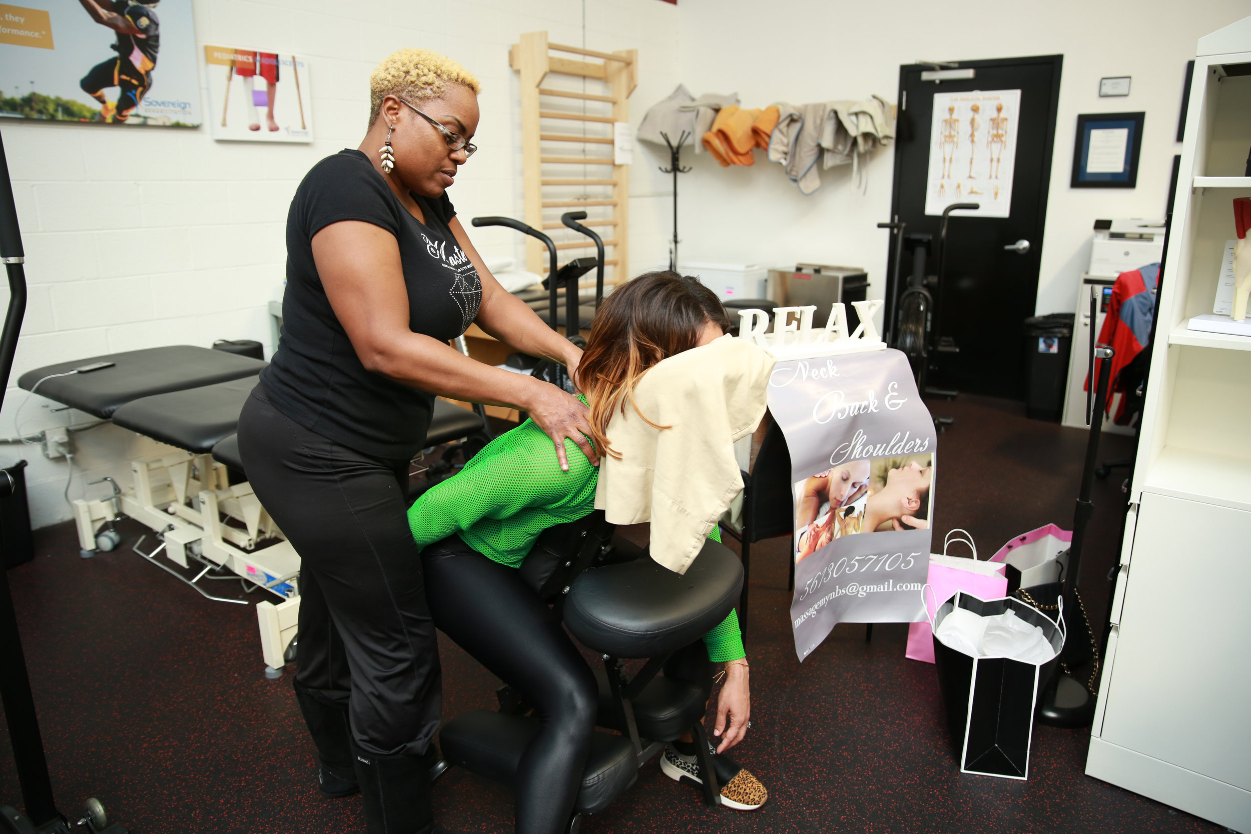 Jakima Miller of NBS Massage provides complimentary massage
