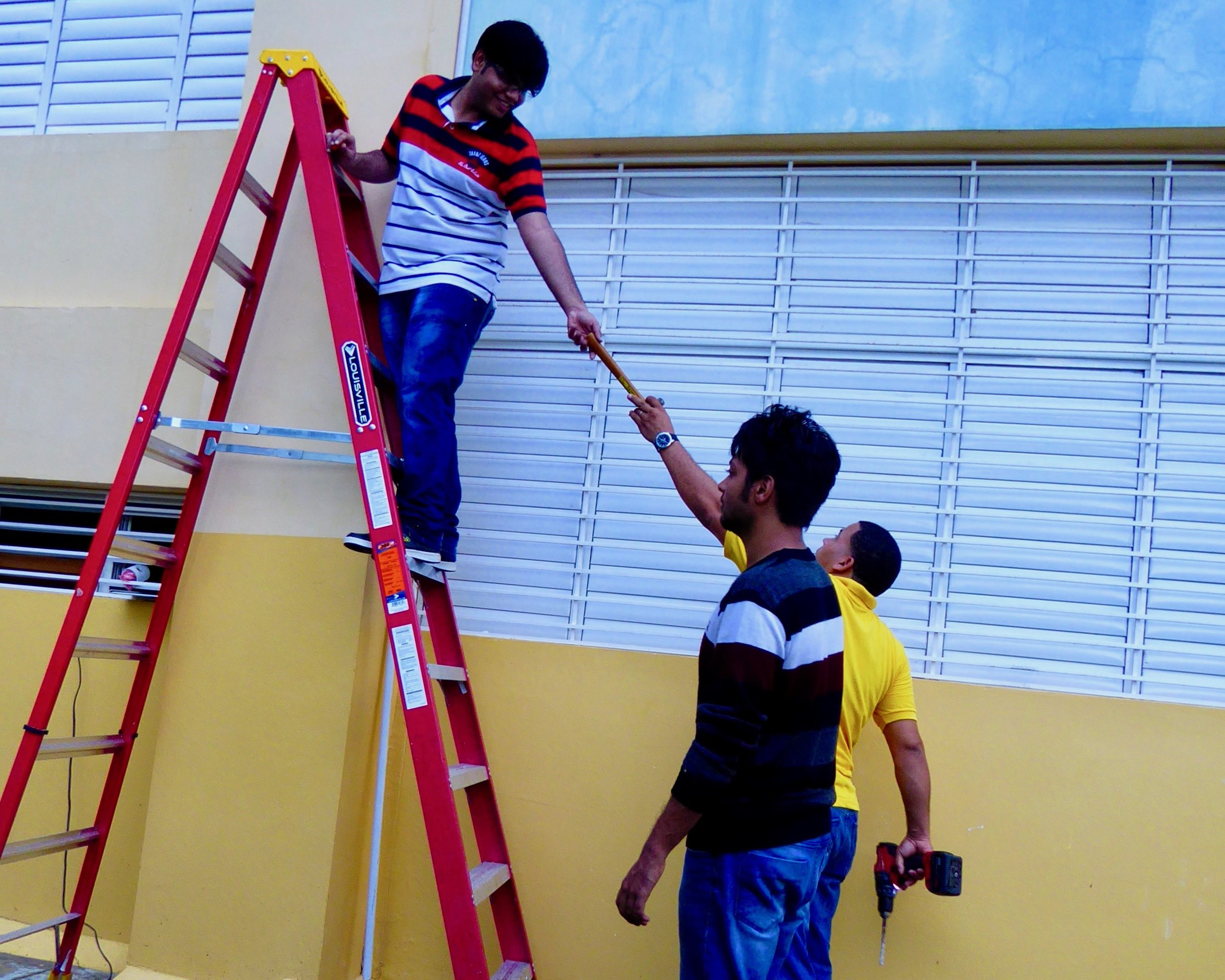 Local installer helping and giving directions to our student volunteers Vivek & Vikas