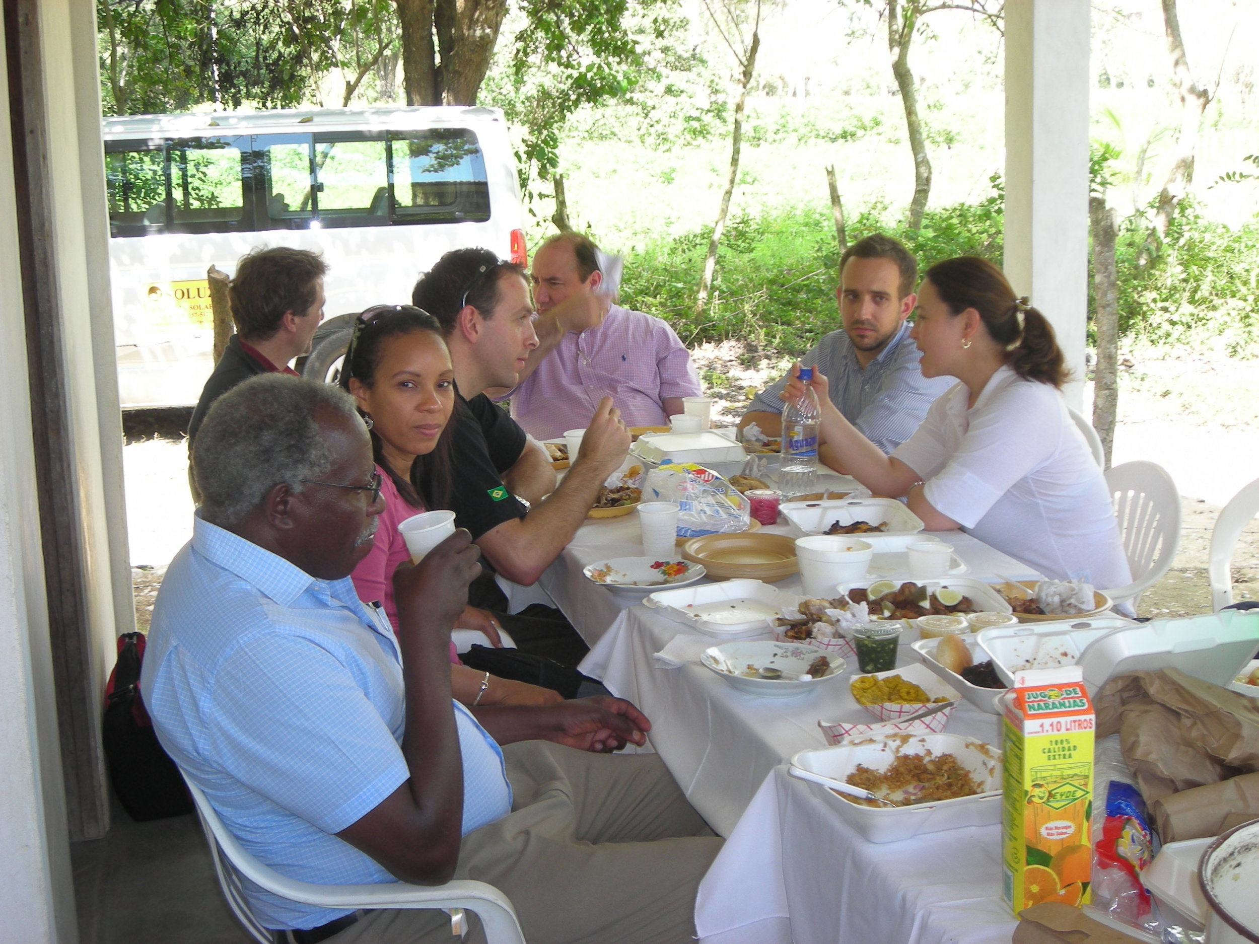 Lunch in the field 2008 Entrepreneur Exchange.