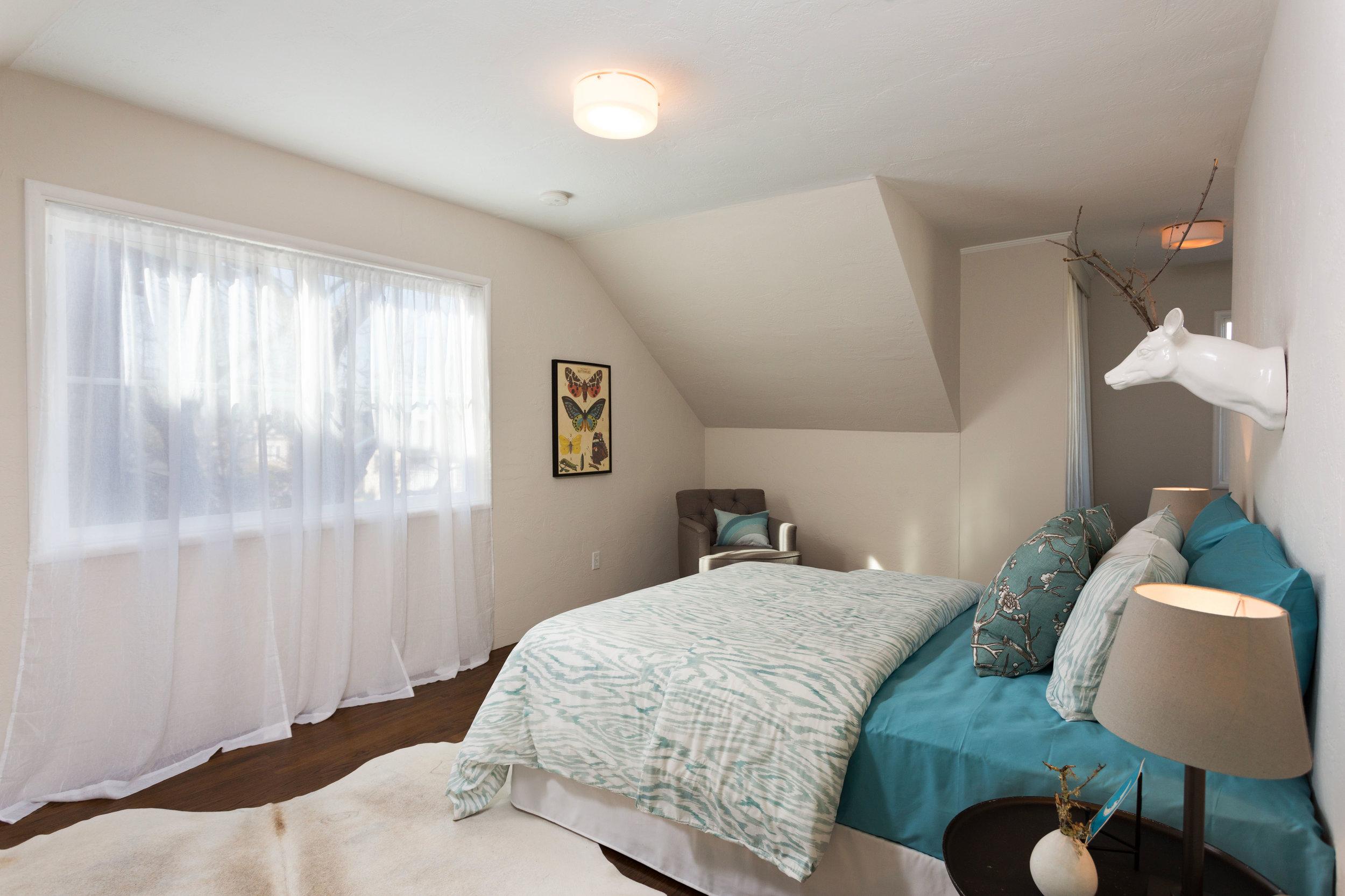 19 Bed1.jpg