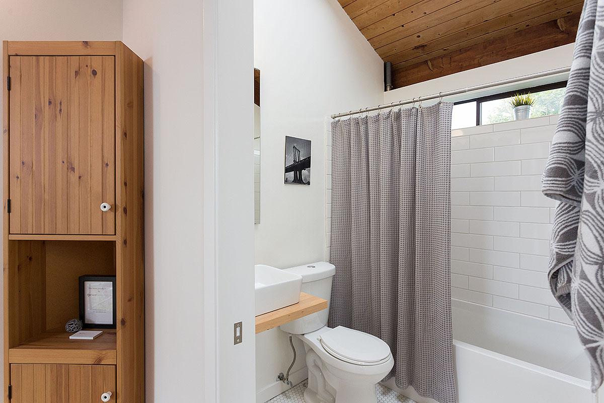 21 bath a.jpg