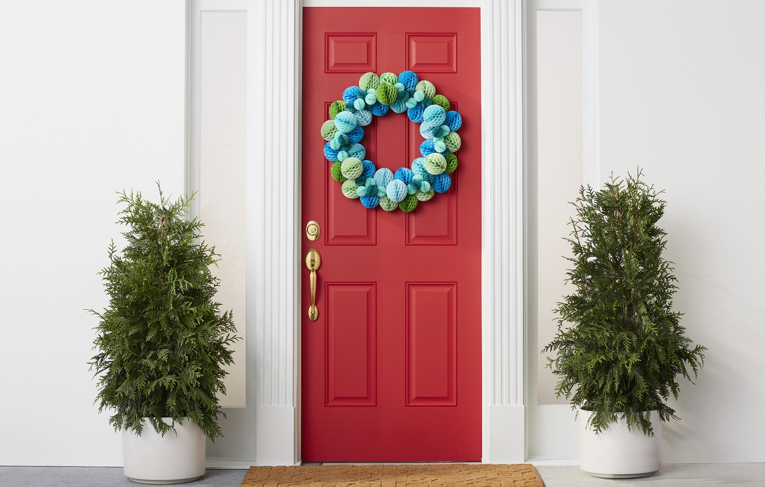 Holiday18_Campaign_Front_Door_Wreath-655-Hero.jpg