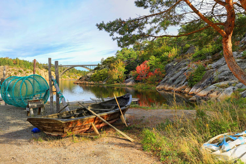 Kystlekeplassen ligger like ved Brottet Amfi. Her er stillheten og idyllen fullkommen nå på høsten.