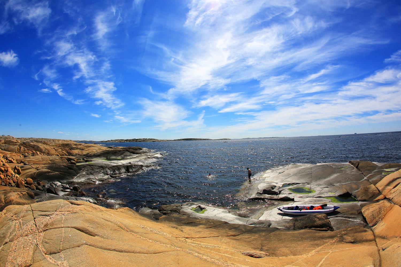 Drømmedag på Hvaler - Barn gratis, voksne betaler. Bli med på en fantastisk dag ute i Hvalers skjærgårdsparadis. Transport med båt og buss, og 3 måltider med drikke inkludert.