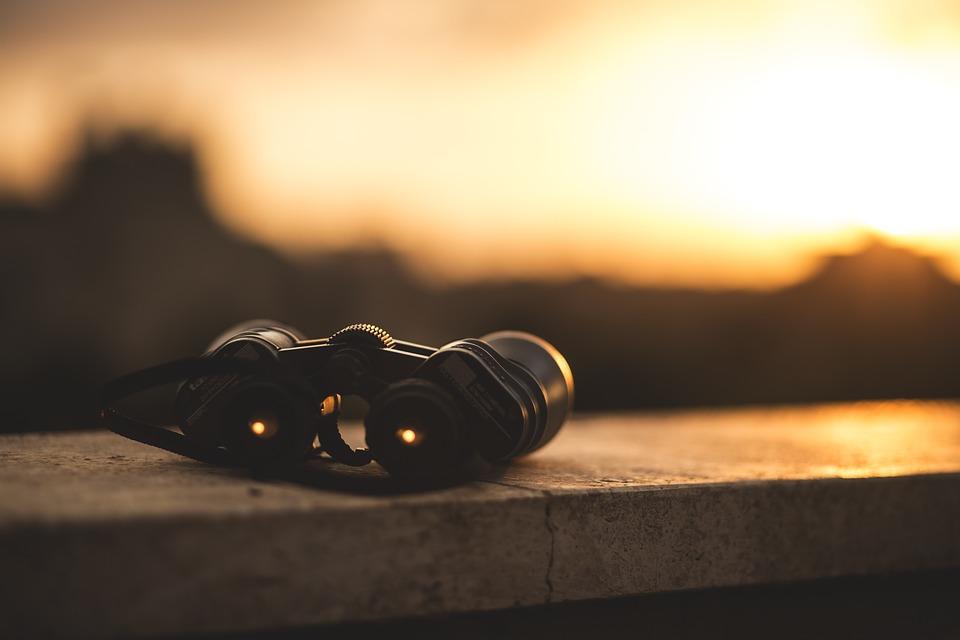 binoculars-1209892_960_720.jpg