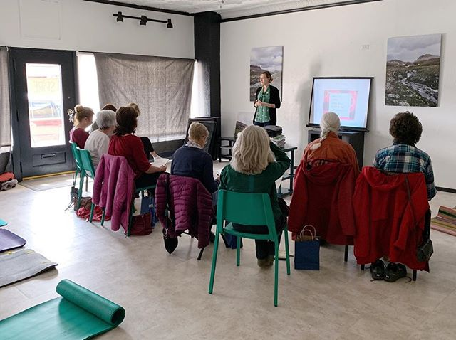 What a great, engaged group we had at the Women's Health Workshop yesterday! 💜 • Thank you all who joined us! • Stay tuned for more workshops and events coming your way from myself and @spireptw 📚✏️🥒💪🏼 • Coming March 30th: Osteoporosis Workshop, and later: pregnancy support, weight loss support and more! • Who's with us and what Workshop subject would you benefit most from?? 🙋🏼‍♀️ • #womenshealth #osteoporosis #health #dietitianapproved #nationalnutritionmonth #pregnancysupport