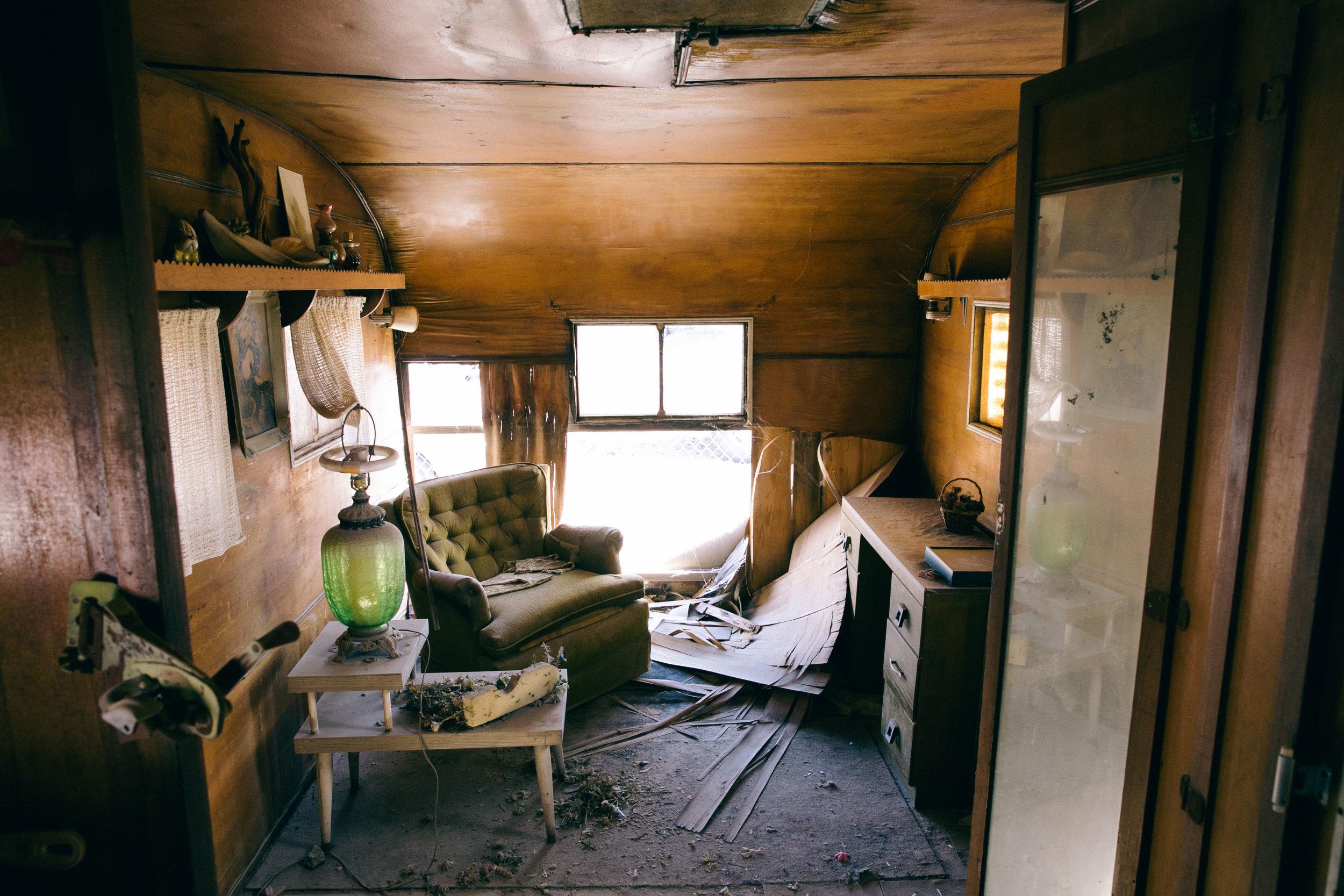 bbb_frank_web_057_Abandoned camper.jpg