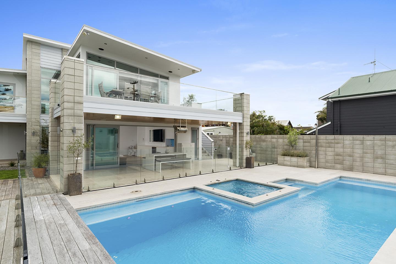 View   ▷  U  rban Beach House