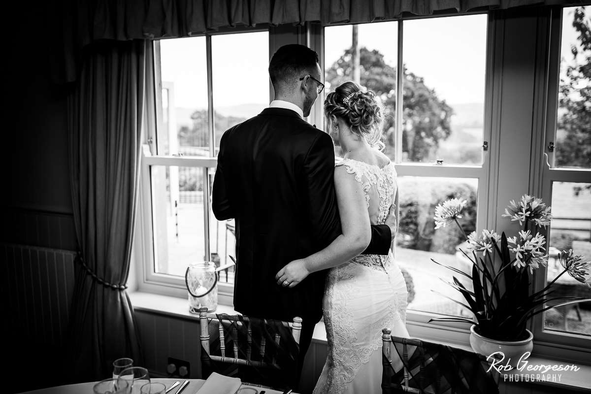 Shireburn_Arms_Wedding_Photographer_045.jpg