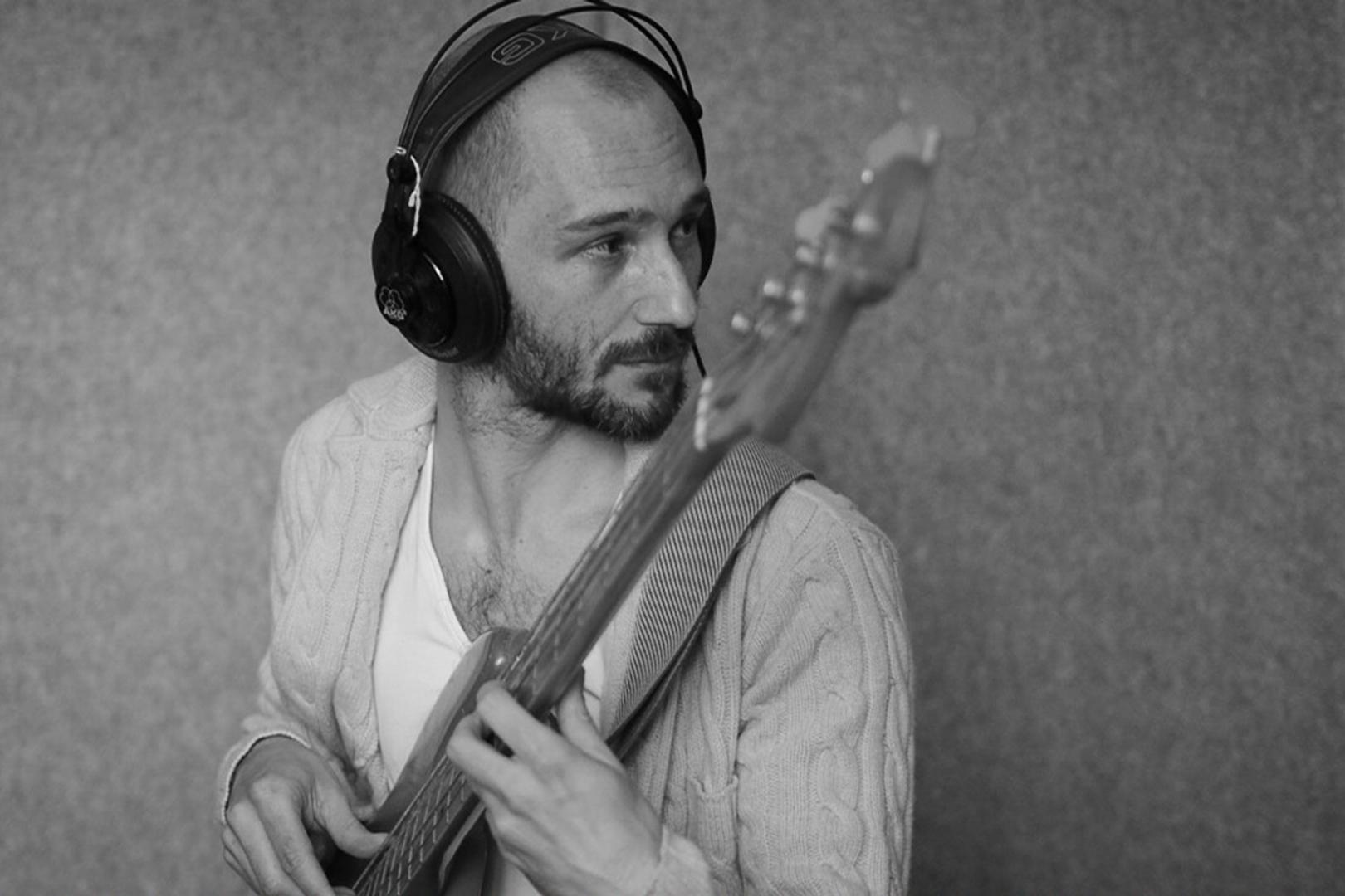 julien tauban_recording bass in studio.JPG