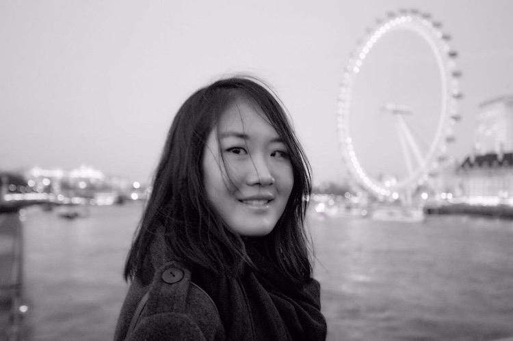 Gloria Zhu   一台单反一个人走遍三大洲。