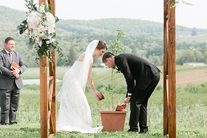 Outdoor_Spring_Apple_Orchard_Wedding_22.jpg