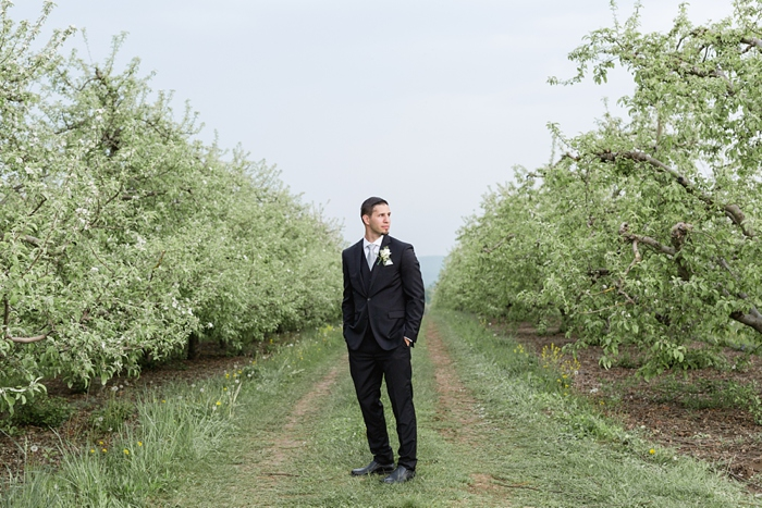 Outdoor_Spring_Apple_Orchard_Wedding_33.jpg