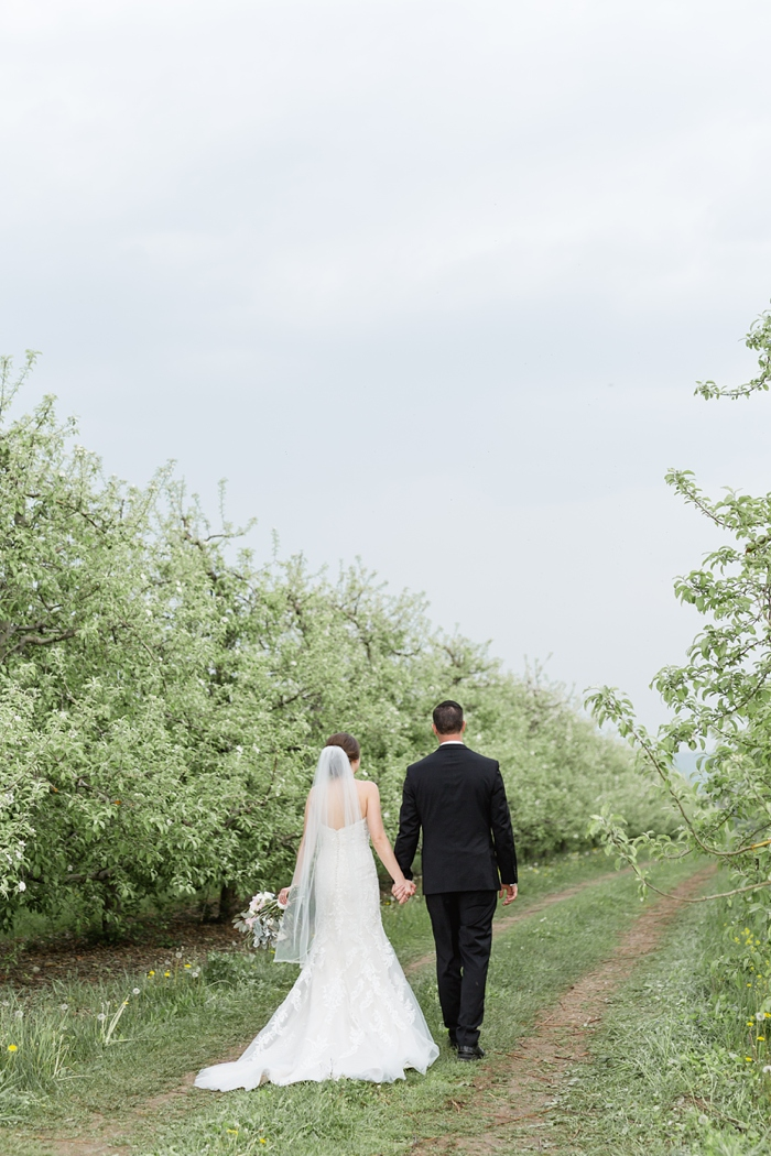 Outdoor_Spring_Apple_Orchard_Wedding_35.jpg