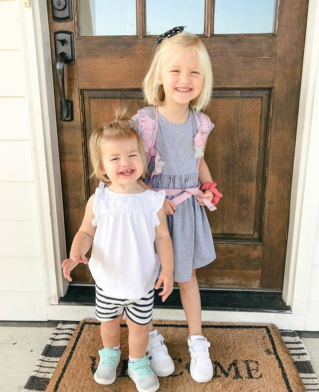 First day of PRE K and pre school!!! 🌎😭🙌🏻🍎📚#dailygraily #everydayellie #daughters #firstdayofschool