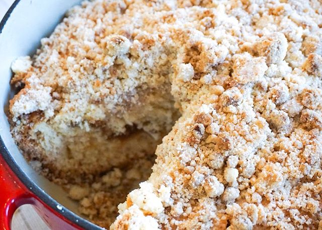 """Deep Dish Cinnamon Coffee Cake. Y'all. I must confess....this time of year is my FAVORITE time of year to BAKE. All things. Especially the typical cliché fall things. I'm talking pumpkin, pumpkin spice, apple, caramel, cinnamon, pear.....Need I go on?!?! So I started this """"fall"""" baking our right (I know I know, it's still technically summer). You'll wanna try it! So will everyone else in your life! #sundaybakes #coffeecake #joannagaines"""