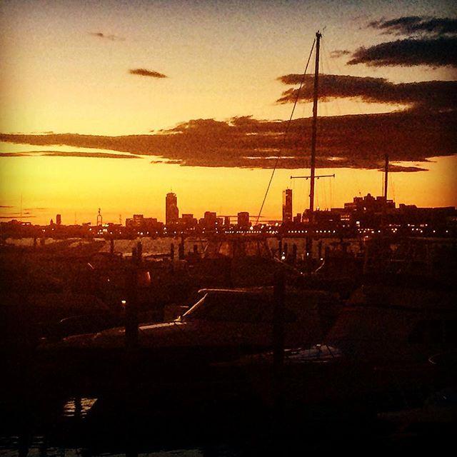 Chasing the sunset over the city = good times! #PositiveEnergy #SummerNights #TooMuchOnMyMind #Sigh #Relaxation #LongWalks #BeingGrateful #CountYourBlessings #BostonYoureAwesome #igersboston #igersnewengland #kinfolk #beautifuldestinations #boston#igboston #iphoneography #travelgram #globalyodel