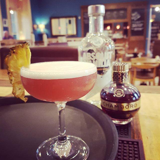 Pink martini anyone?! #friday #fundayfriday #bath #happyhour #cocktails #bestmartiniinbath