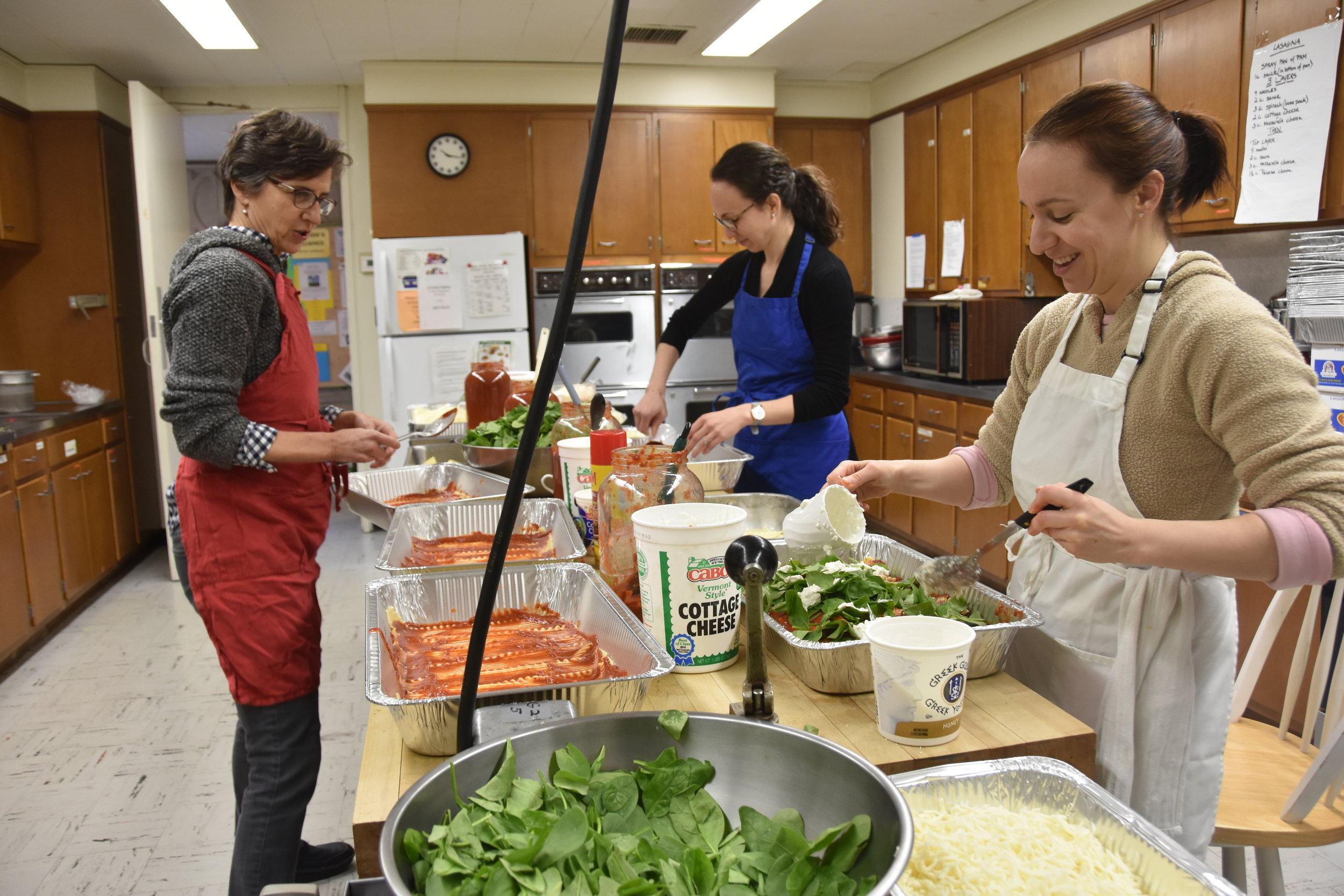 D4$ cooks get started preparing lasagna for 600.