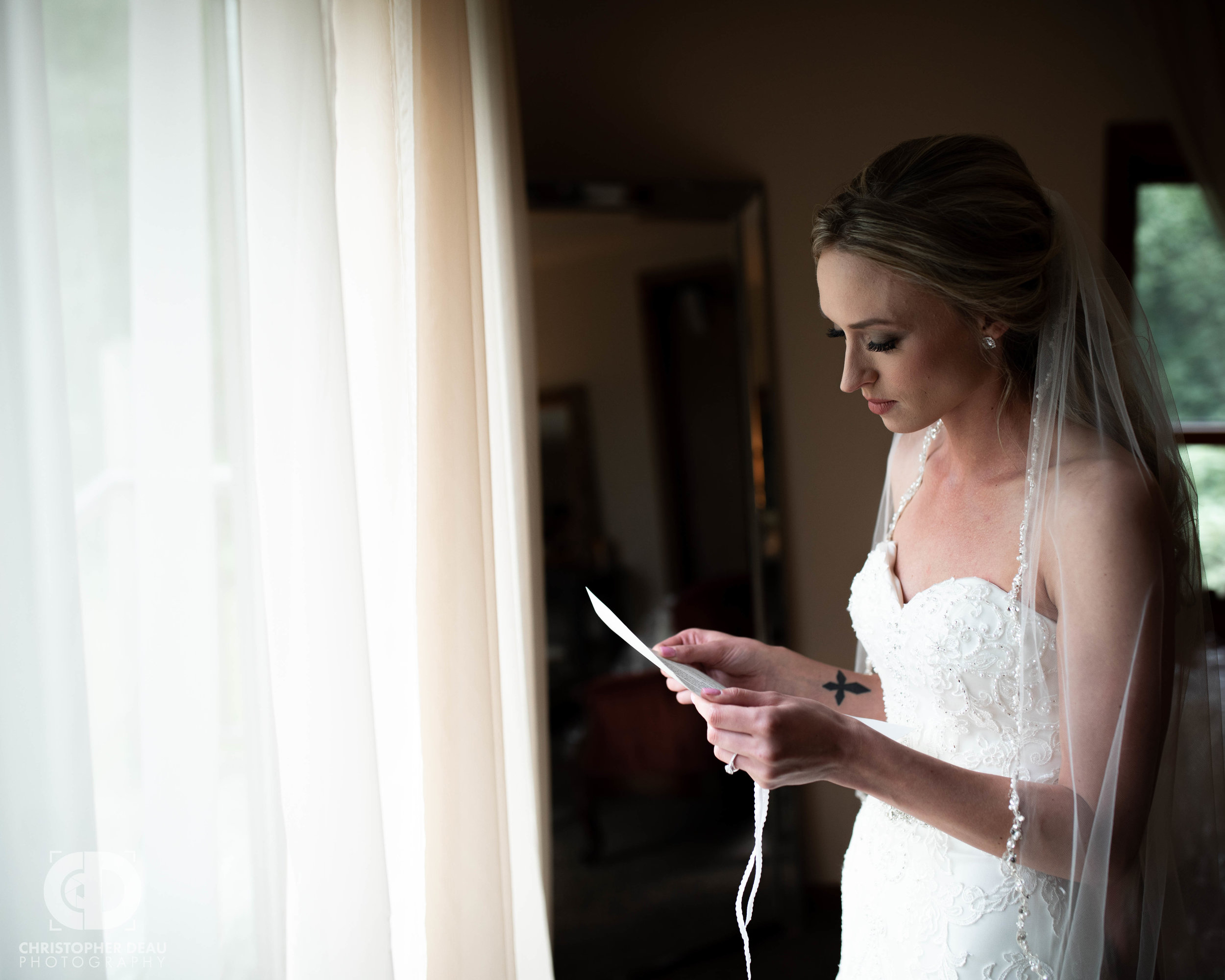 bride reading her letter from the groom