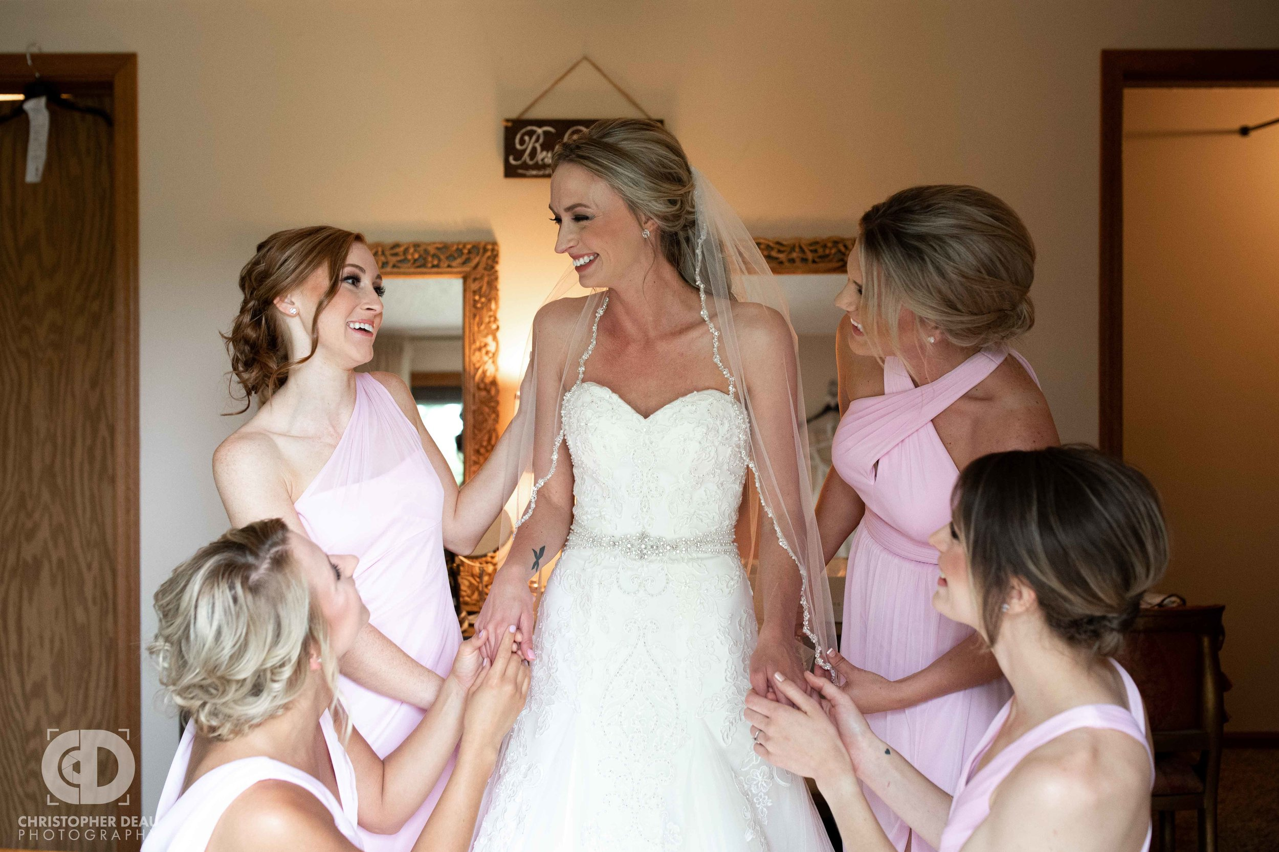 bridesmaids getting the bride ready