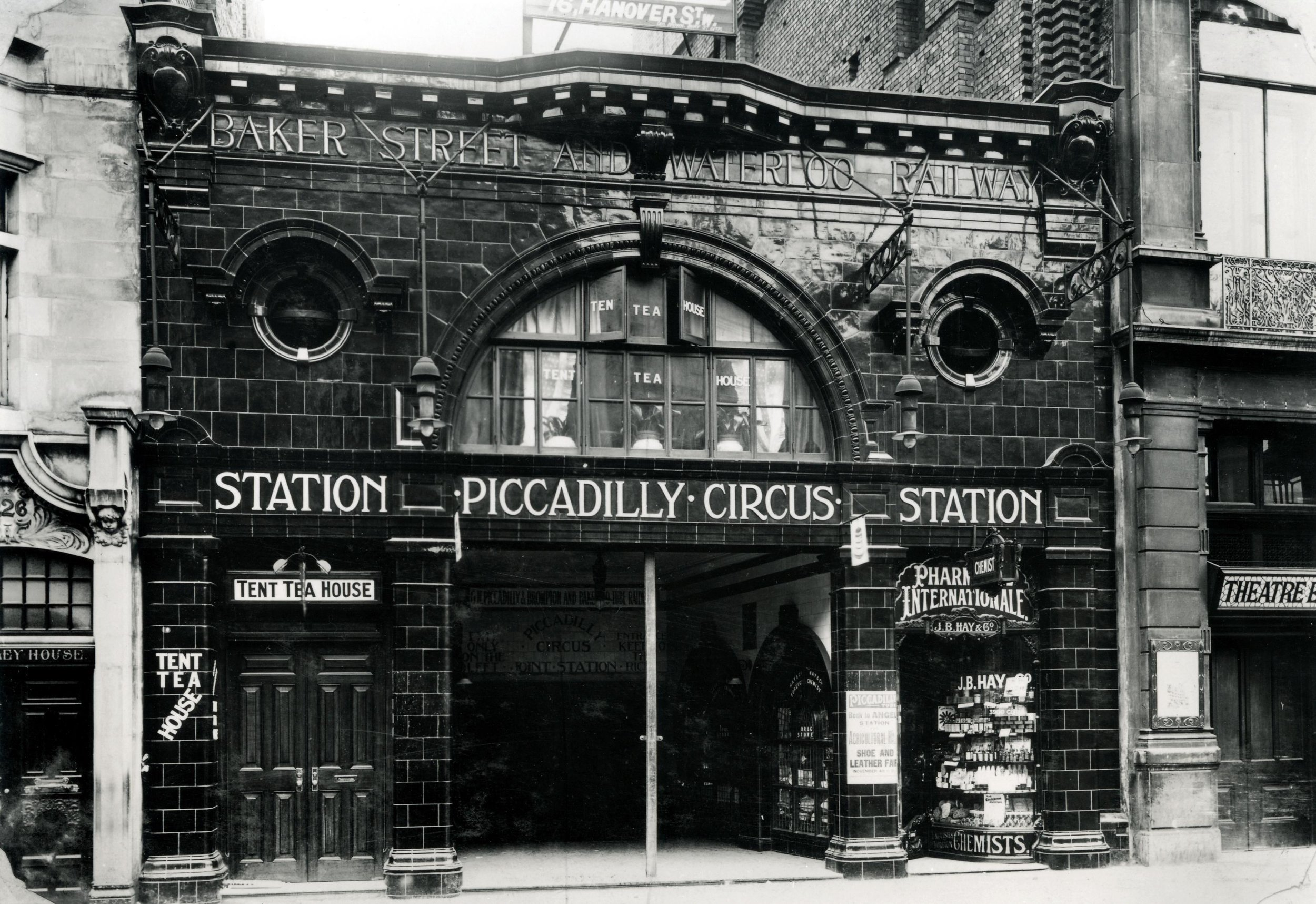 Piccadilly Circus entrance, 1907, cTfL