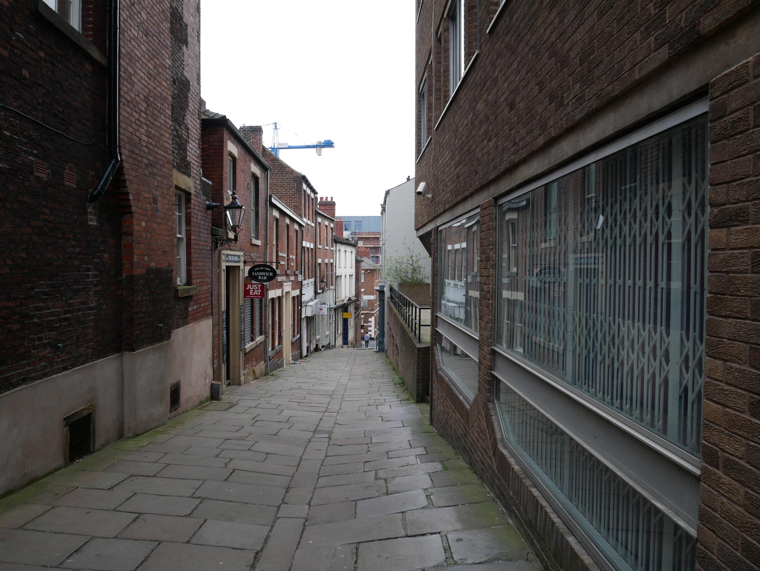 Jag gillar smala gator som lutar. Det finns jämförelsevis få av dem i Sheffield, men jag såg till att testgå åtminstone några av dem.